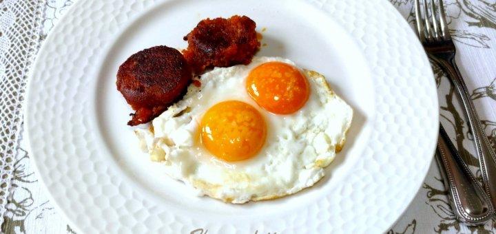 Huevos fritos con farinato