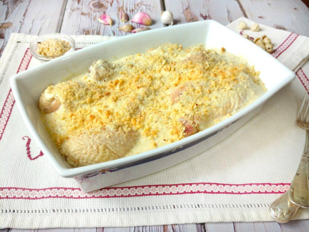 muslos de pollo con salsa de avellanas