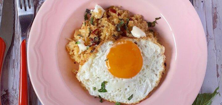 huevos persas con trigo bulgur