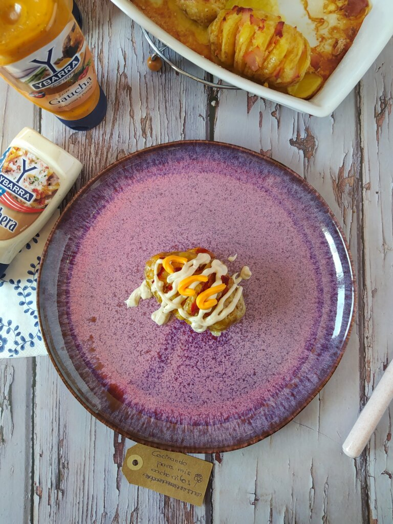 Patatas hasselback con salsa ranchera